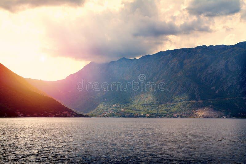 海和山风景壮观的看法  海运横向 图库摄影