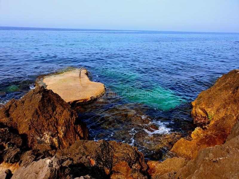 海和岩石 免版税库存图片