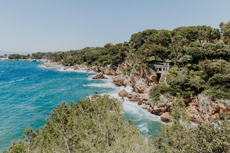 海和植被风景,自然墙纸,地中海异乎寻常的海景 免版税图库摄影