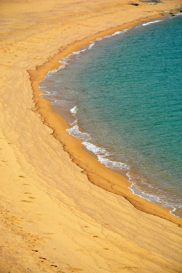 海和沙子的美妙的颜色 免版税库存图片
