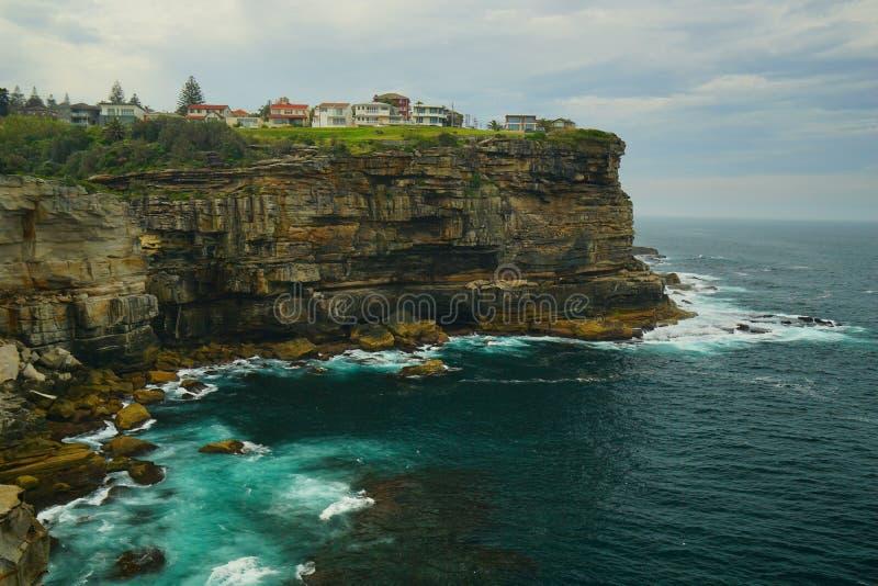 海和波浪在金刚石海湾在悉尼 免版税图库摄影