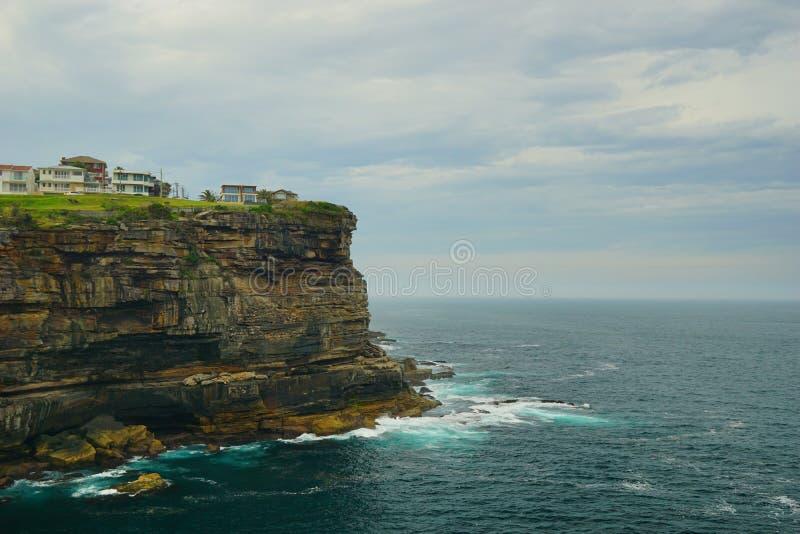 海和波浪在金刚石海湾在悉尼 免版税库存照片