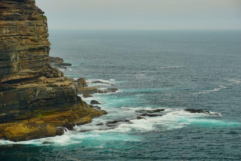 海和波浪在金刚石海湾在悉尼 免版税库存图片