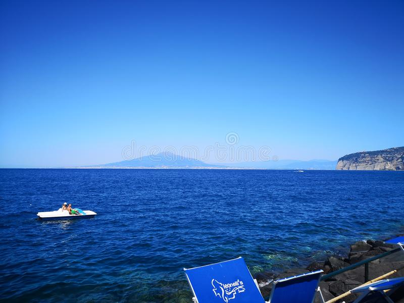 海和火山维苏威视图 库存照片