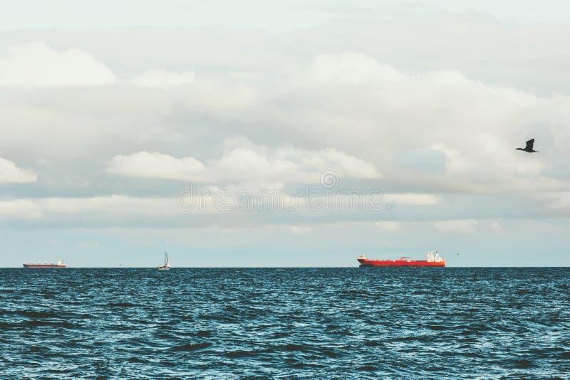 海和船最小的风景在丹麦 免版税库存图片