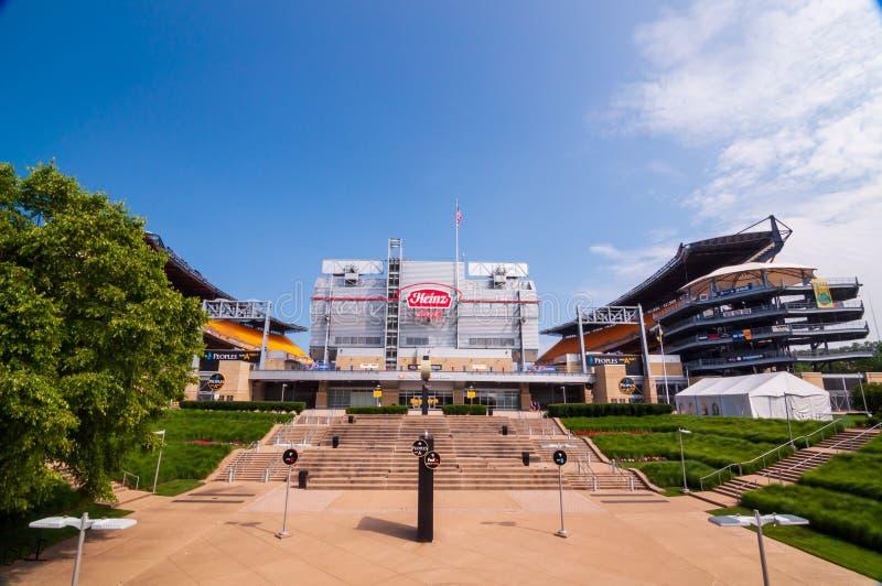 海因茨领域、家庭体育场匹兹堡钢人的和匹兹堡大学足球队在一个夏日 免版税图库摄影