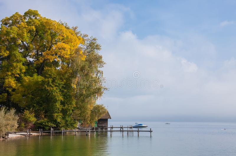 海在秋天 免版税库存照片