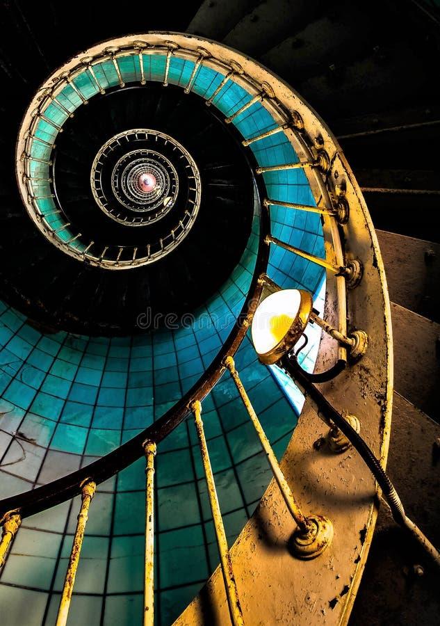 海夏朗德省的灯塔的老楼梯  库存图片