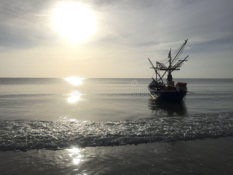 海太阳小船 图库摄影