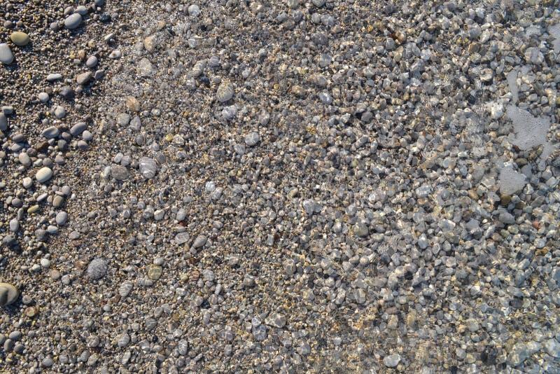 海小卵石 小石头铺石渣纹理背景 堆小卵石,泰国 颜色石头在背景中 免版税库存照片