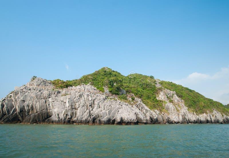 海岛在下龙湾 免版税库存照片