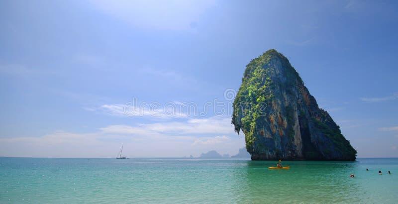 海岛在离泰国的海岸的附近 免版税库存图片