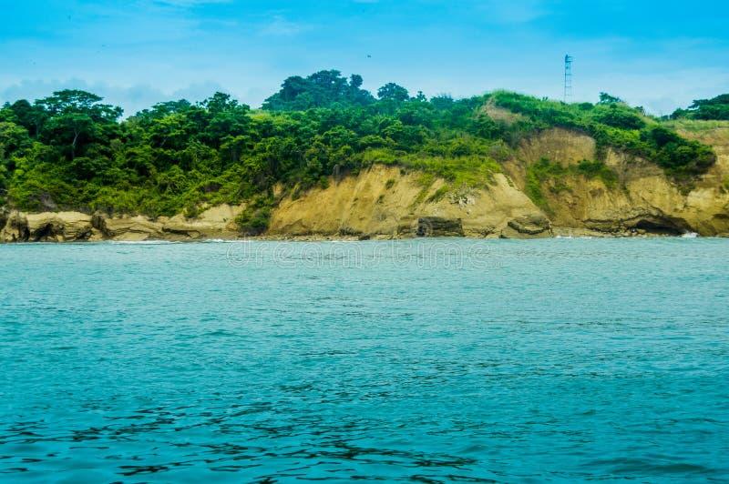 海岛美好的室外看法有植被和华美的大海的,海滩在Pedernales 免版税库存照片