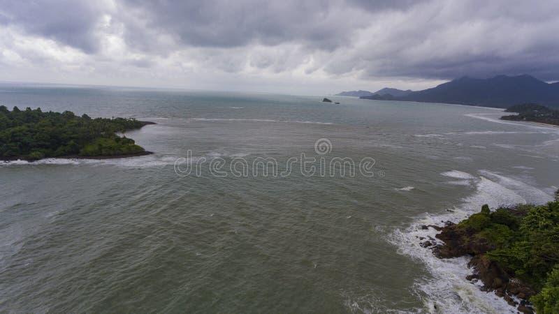 海岛鸟瞰图在一风暴日 酸值Chang,泰国 库存图片
