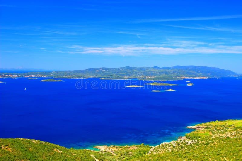 海岛Korcula,从半岛Peljesac,亚得里亚海,克罗地亚的看法 库存照片