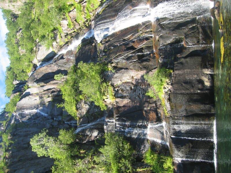 海岛lofoten挪威瀑布 免版税库存图片