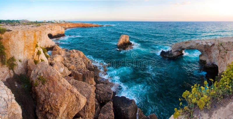 海岩石洞在Ayia Napa,塞浦路斯 免版税库存照片