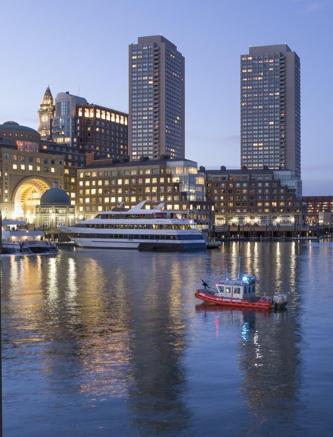 海岸卫队巡逻波士顿港口 库存图片