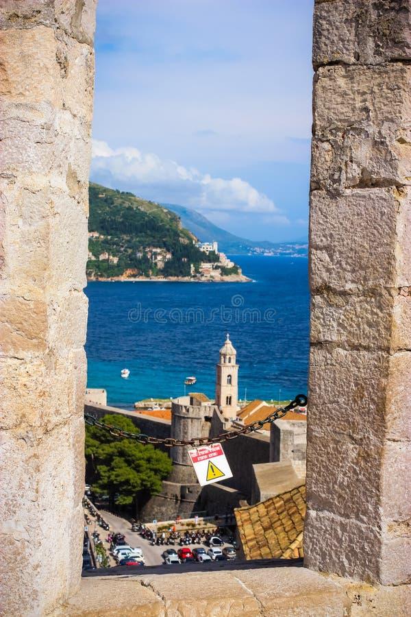 海岸和海看法从老城市杜布罗夫尼克克罗地亚 免版税库存图片