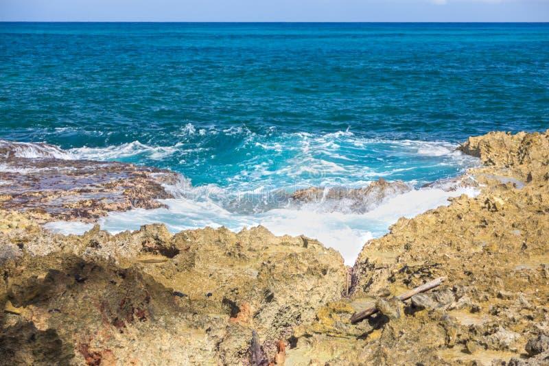 海岸岩石海运 库存照片