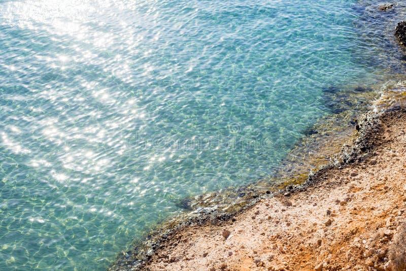 海岸海岸海湾鸟瞰图岩石地中海希腊 库存图片