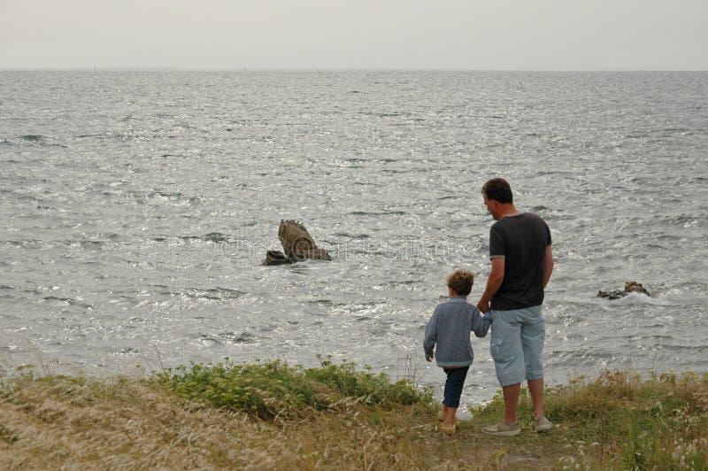 海岸父亲儿子 库存图片