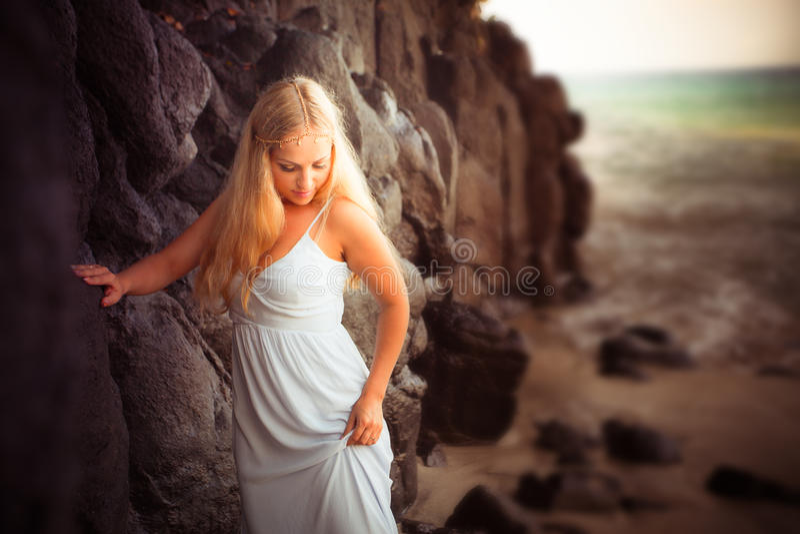 海岸的美丽的新娘 免版税库存图片