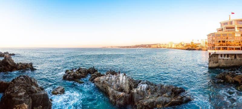 海岸线的全景在比尼亚德尔马,智利 库存图片
