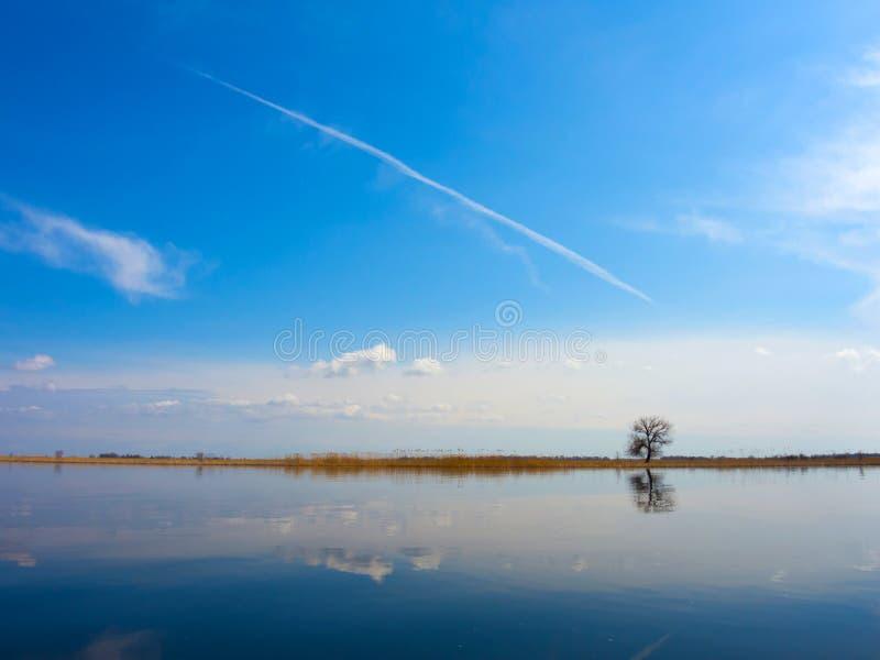 Download 海岸线 库存照片. 图片 包括有 海岛, beautifuler, 流浪汉, 地中海, 云彩, beauvoir - 30328124