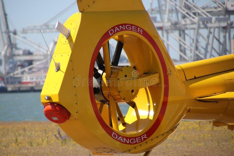 海岸警卫的直升机的尾桨在鹿特丹港口 图库摄影
