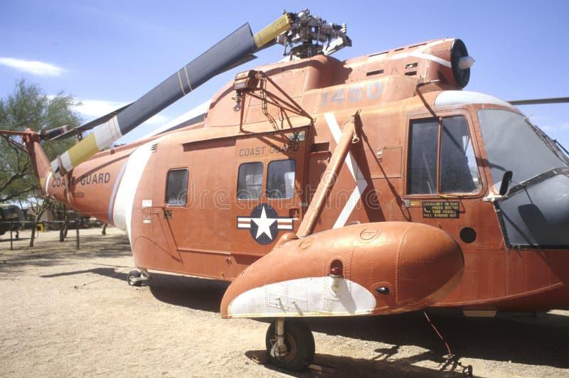 海岸警卫队直升机s sikorski u 免版税库存图片