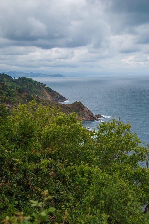 海岸风景垂直的顶视图从登上Igueldo的在圣・萨巴斯蒂安,西班牙,欧洲 库存图片