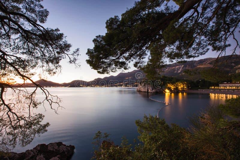 海岸Sv夜视图  斯蒂芬黑山 库存图片