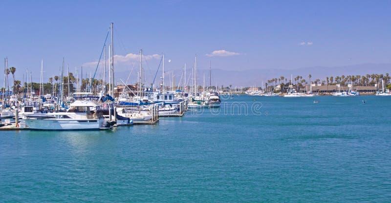 海峡群岛港口小游艇船坞 免版税库存照片