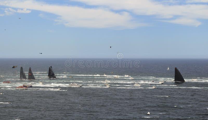 海开放的游艇况赛 库存照片