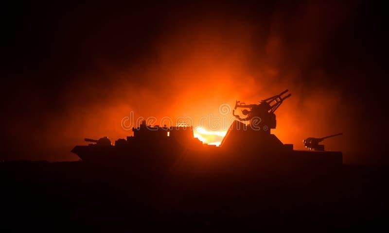海战场面 军事战舰剪影在黑暗的有雾的被定调子的天空背景的 爆炸和火 剧烈的场面decoratio 库存照片