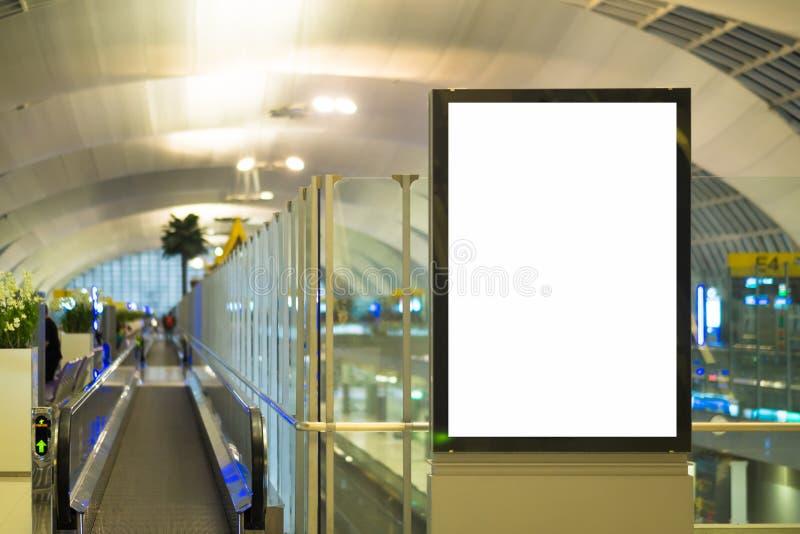海报媒介模板广告显示的嘲笑在地铁站自动扶梯 库存照片