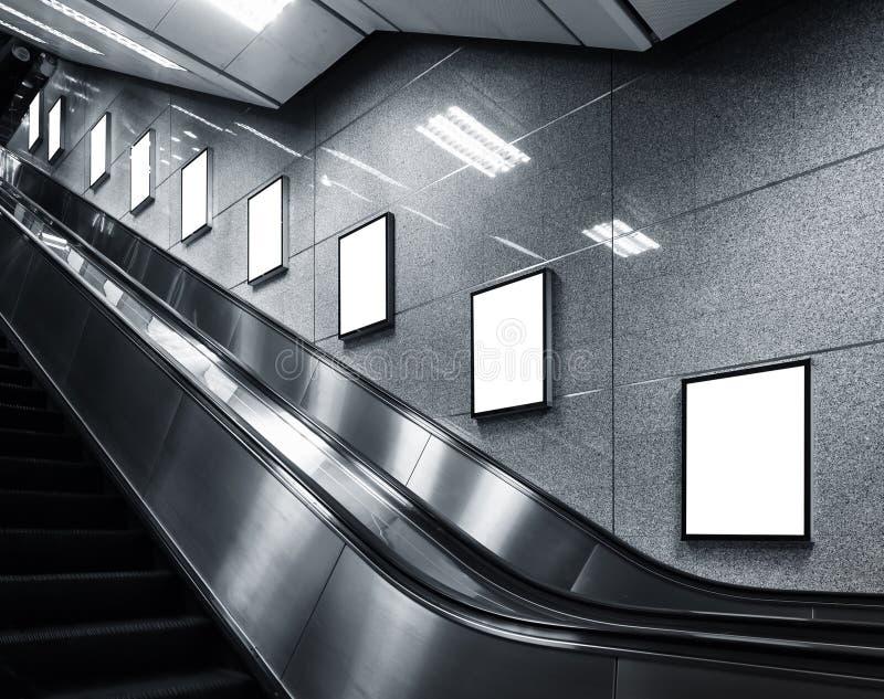 海报模板广告媒介显示的嘲笑在地铁站 库存照片