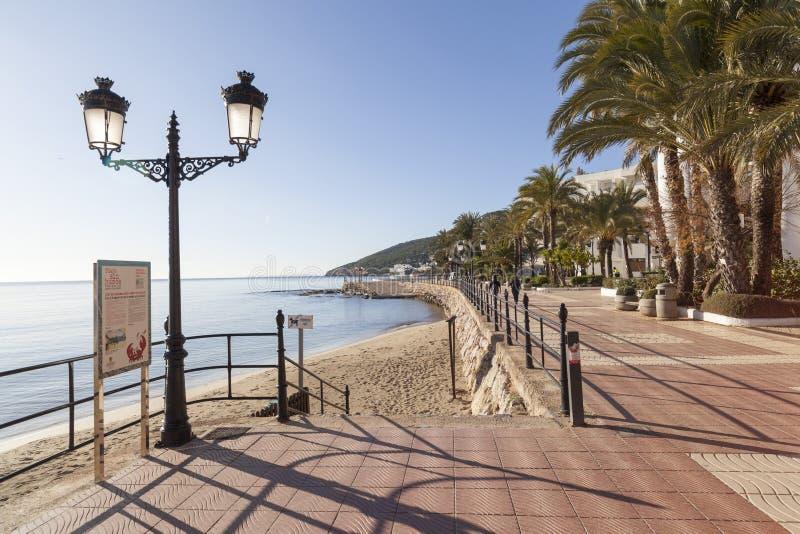 海散步和海滩在圣诞老人Eularia拜雷阿尔斯镇  免版税库存照片