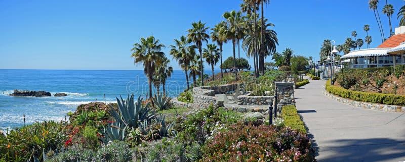 海斯勒公园走道,拉古纳海滩,加利福尼亚全景  免版税库存图片