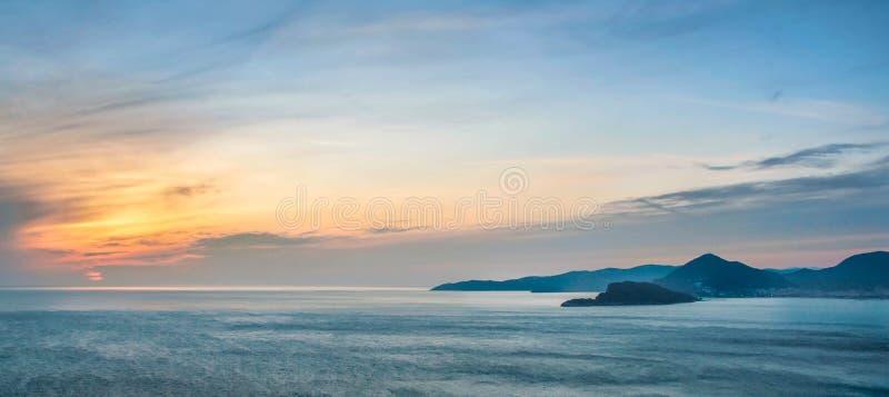 海日落在黑山 免版税库存照片