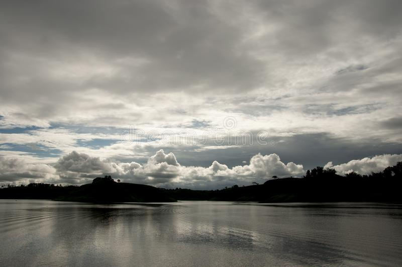 海景的风雨如磐的天空 免版税库存照片