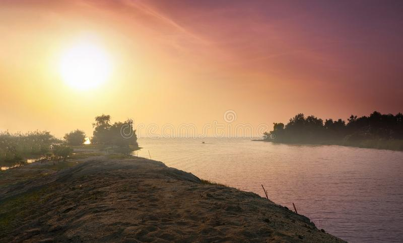 海景震惊 河连接到海洋场面用完善 免版税库存照片