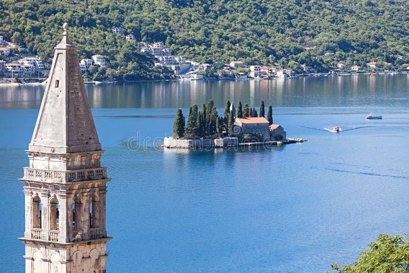海景,在海岛上的修道院在Perast 免版税库存照片