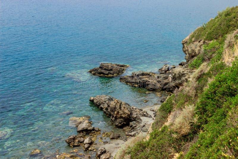 海景 希腊 风平浪静在阳光下 免版税库存照片
