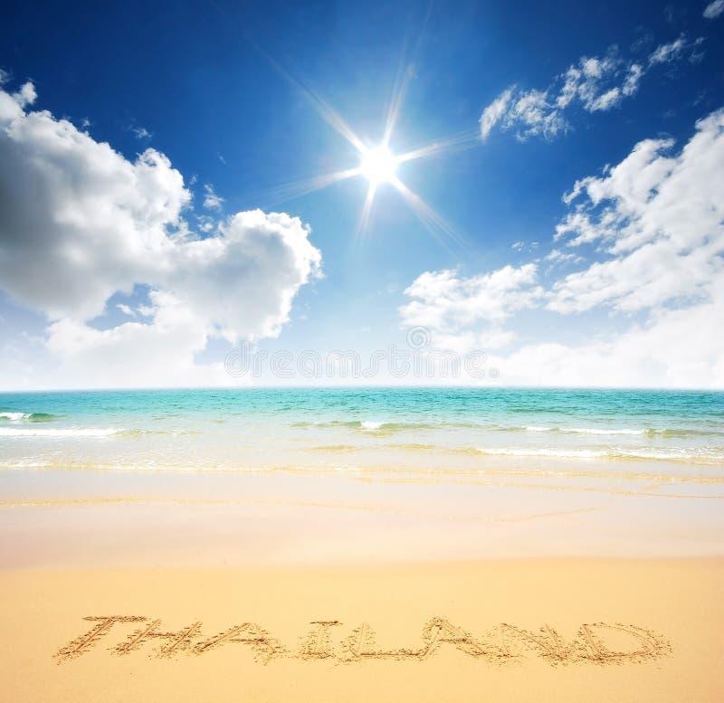 海沙太阳海滩蓝天泰国风景自然观点 免版税库存照片