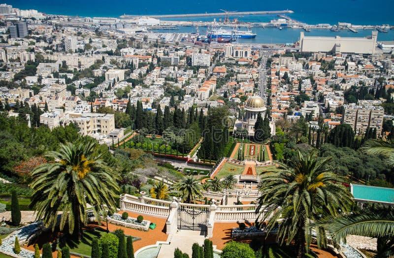 海法-与Bahai `庭院和口岸的全景 图库摄影