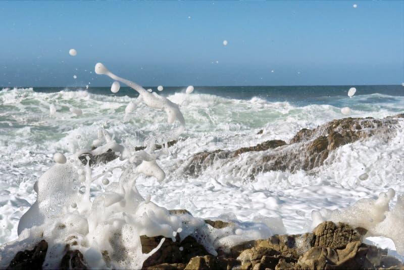 海泡沫和飞溅 免版税库存图片