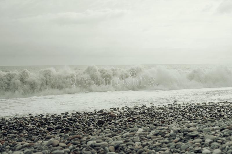 海波浪海浪 葡萄酒灰色被定调子的图片 库存图片
