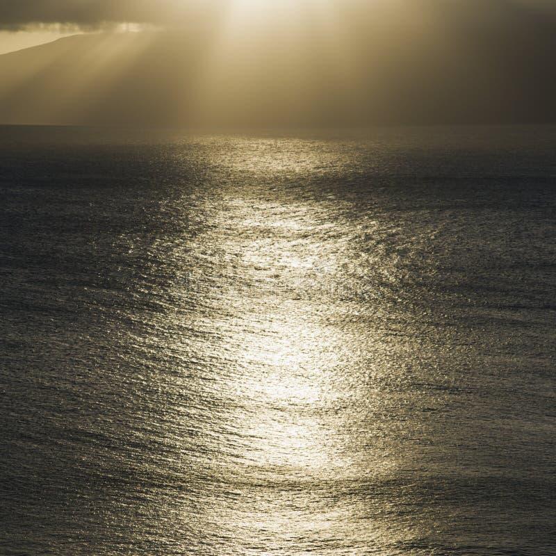 海洋和平的光亮的星期日 免版税库存照片